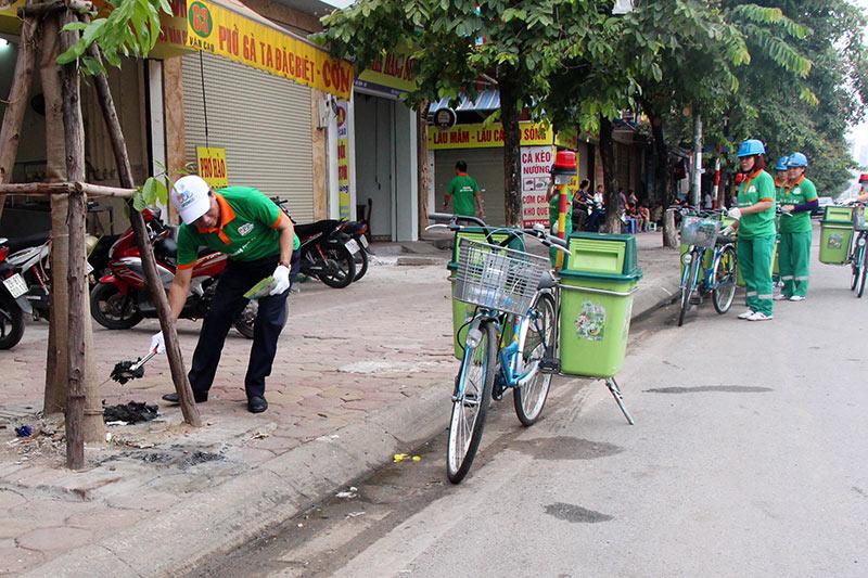 Lần đầu xuất hiện xe đạp gom rác trên đường phố Thủ đô - 8