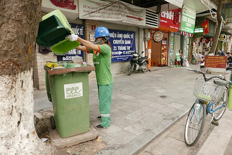 Lần đầu xuất hiện xe đạp gom rác trên đường phố Thủ đô - 7