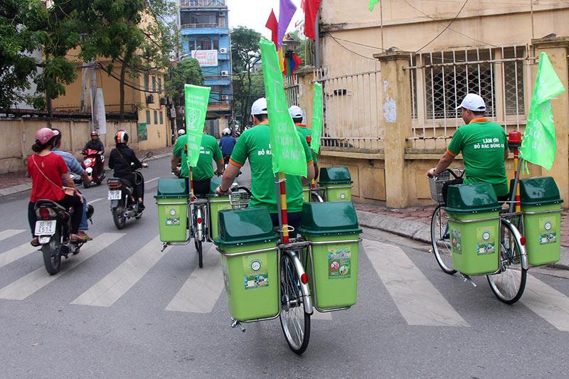 Lần đầu xuất hiện xe đạp gom rác trên đường phố Thủ đô - 6