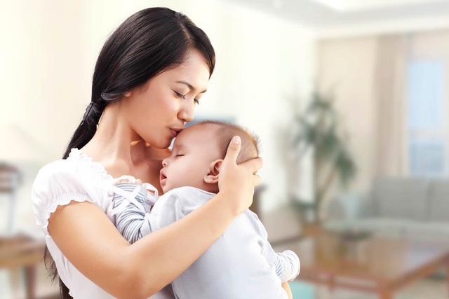 Hi hữu: Bà mẹ trẻ còn 24kg sau sinh 5 tháng vì trầm cảm nặng - 1