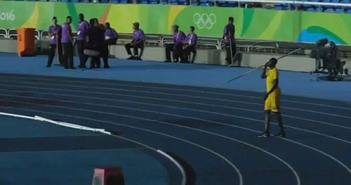 """Usain Bolt: Chạy vô địch, ném lao cũng """"khủng"""" - 1"""