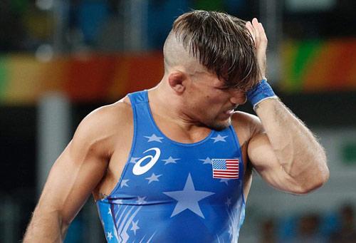 Olympic: Đô vật dạy đối thủ bài học nhớ đời vì bị cắn - 2