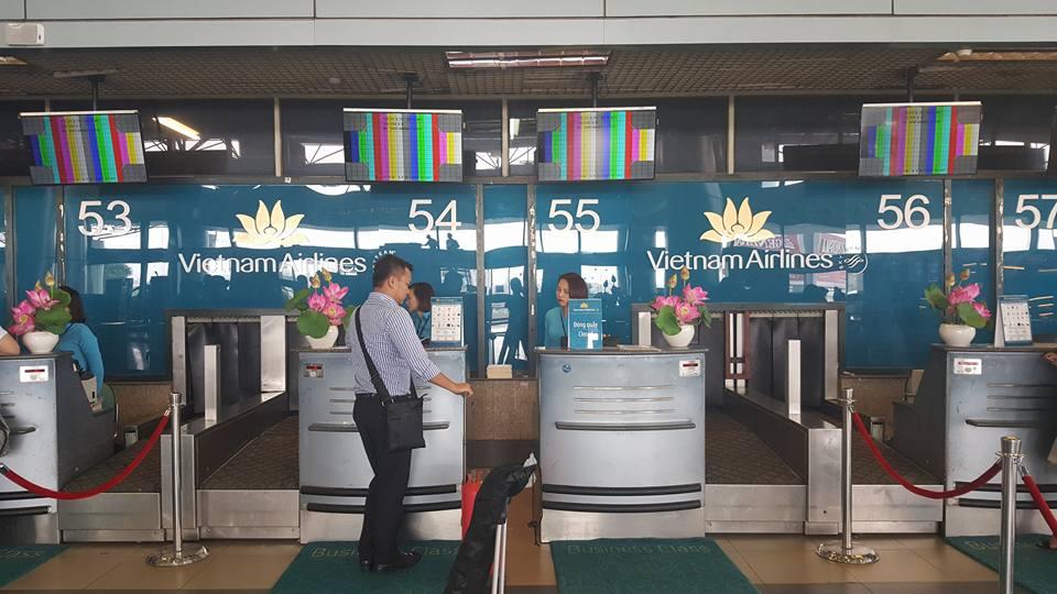 """Màn hình làm thủ tục tại sân bay Nội Bài hiện """"ký tự lạ"""" - 1"""
