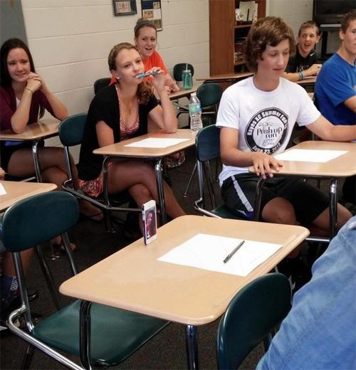 """""""Phì cười"""" với cảnh sinh viên tới lớp - 1"""