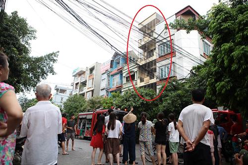 """Cháy """"chuồng cọp"""" 5 tầng, 2 người bị bỏng nặng - 1"""
