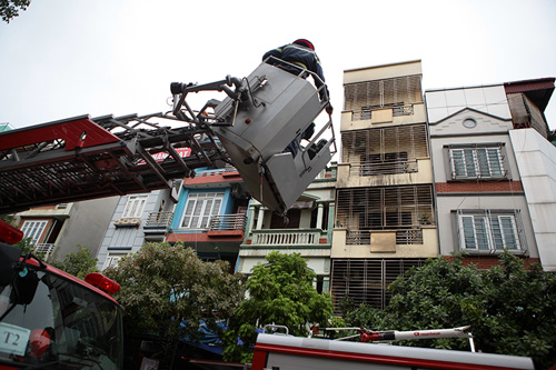 """Cháy """"chuồng cọp"""" 5 tầng, 2 người bị bỏng nặng - 2"""