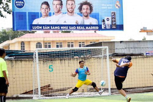 """Nghẹt thở trận CK bóng đá """"phủi"""" Sài Gòn sẵn sàng tranh vé đi Bernabeu - 10"""