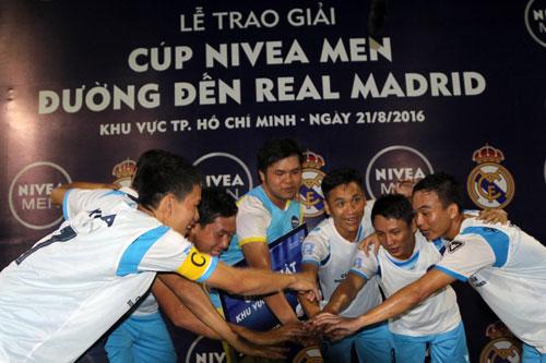 """Nghẹt thở trận CK bóng đá """"phủi"""" Sài Gòn sẵn sàng tranh vé đi Bernabeu - 12"""