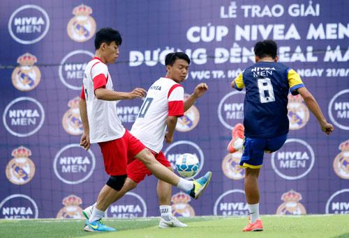"""Nghẹt thở trận CK bóng đá """"phủi"""" Sài Gòn sẵn sàng tranh vé đi Bernabeu - 8"""