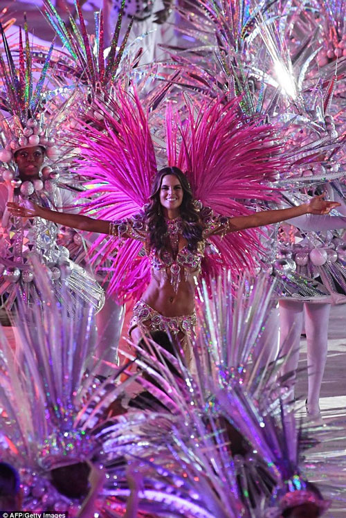 Siêu mẫu Brazil đẹp như nữ thần ở bế mạc Olympic Rio - 2