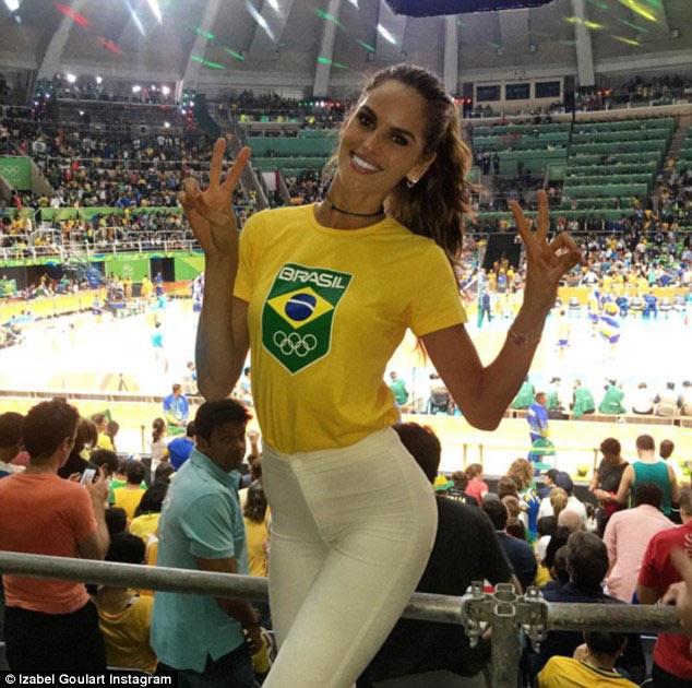 Siêu mẫu Brazil đẹp như nữ thần ở bế mạc Olympic Rio - 8