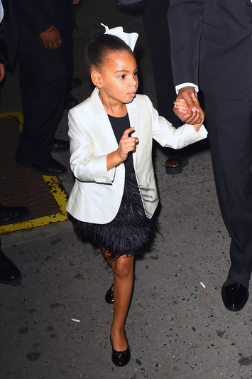 Fashionista thế giới ngả mũ trước nhóc tì 4 tuổi nhà Beyoncé - 7