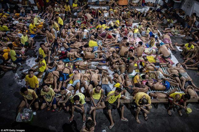 Chuyện nhà tù nhồi nhét khủng khiếp nhất Philippines - 2