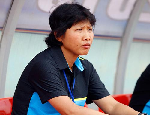 Hơn chục khán giả xem trận cầu đinh bóng đá nữ Việt Nam - 1