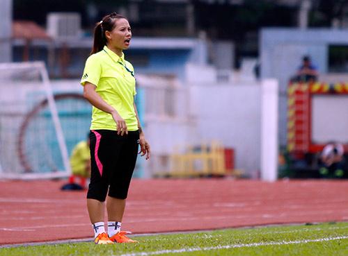 Hơn chục khán giả xem trận cầu đinh bóng đá nữ Việt Nam - 6