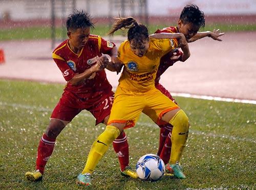 Hơn chục khán giả xem trận cầu đinh bóng đá nữ Việt Nam - 11