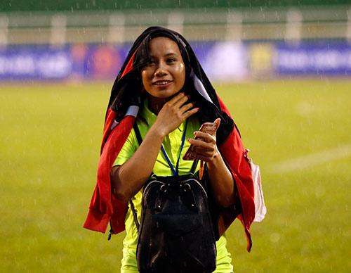 Hơn chục khán giả xem trận cầu đinh bóng đá nữ Việt Nam - 12
