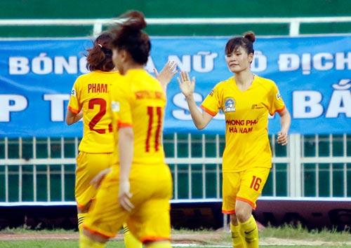 Hơn chục khán giả xem trận cầu đinh bóng đá nữ Việt Nam - 10