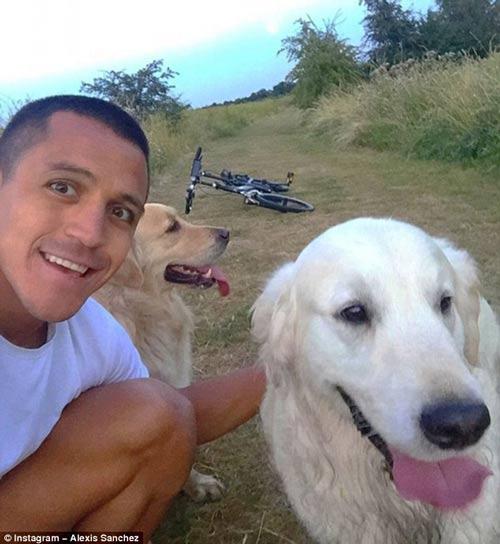 Tài khoản mạng xã hội của... cún cưng Sanchez gây sốt - 1