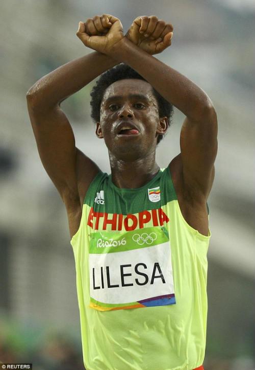 HCB marathon Olympic không dám về nhà vì sợ chết - 1