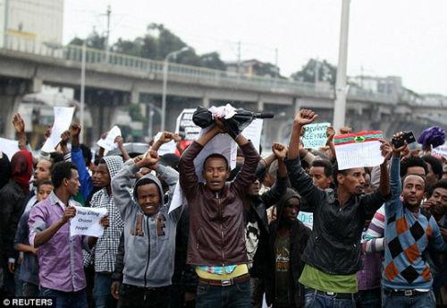 HCB marathon Olympic không dám về nhà vì sợ chết - 2