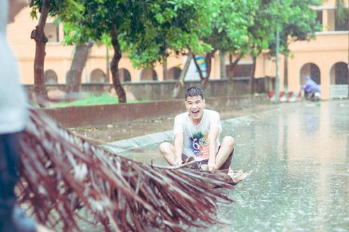 """SV Nông nghiệp """"quay về tuổi thơ"""" giữa ngày mưa bão - 11"""