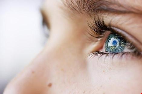 Bút laser làm tổn thương mắt như thế nào? - 1