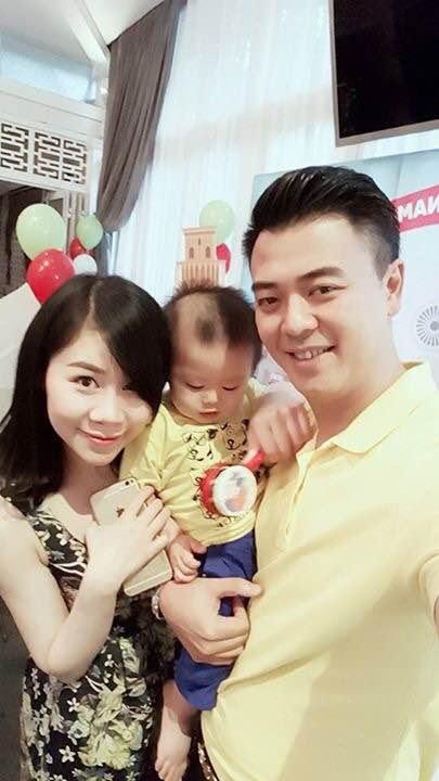 Vợ chồng MC Tuấn Tú hạnh phúc mừng quý tử tròn 1 tuổi - 1