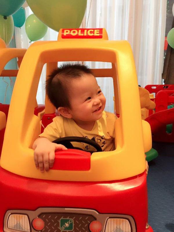Vợ chồng MC Tuấn Tú hạnh phúc mừng quý tử tròn 1 tuổi - 4