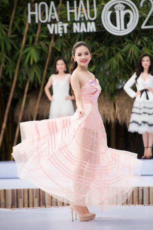 """9 người đẹp nói tiếng Anh cực """"đỉnh"""" của Hoa hậu VN - 4"""