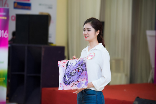 Thí sinh Hoa hậu VN vừa xinh vừa biết làm ảo thuật! - 1
