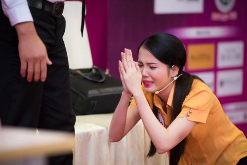 Thí sinh Hoa hậu VN vừa xinh vừa biết làm ảo thuật! - 13