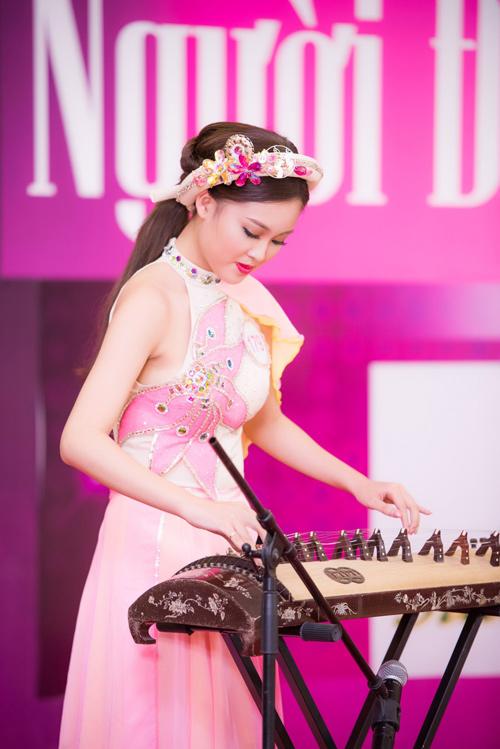 Thí sinh Hoa hậu VN vừa xinh vừa biết làm ảo thuật! - 11