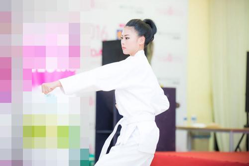 Thí sinh Hoa hậu VN vừa xinh vừa biết làm ảo thuật! - 9