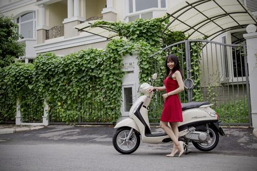 Yamaha Grande mới đẹp rạng ngời bên quý cô thanh lịch - 1