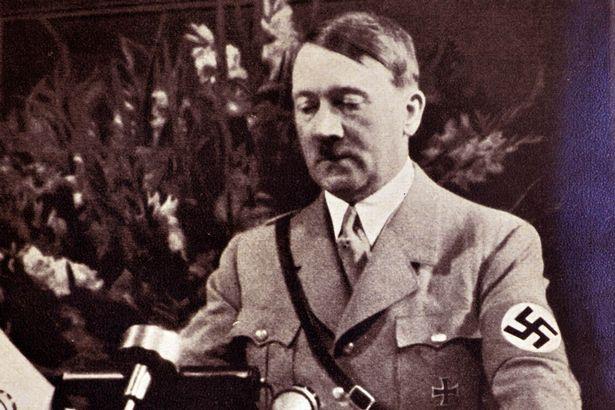 """Donald Trump """"điên"""" hơn... trùm phát xít Hitler? - 2"""