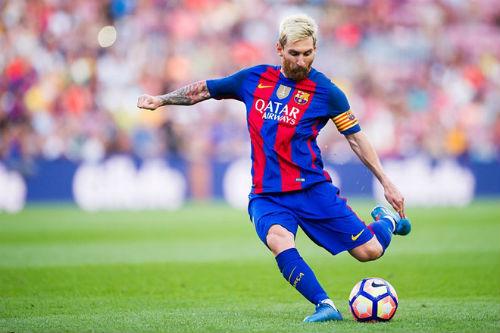 Đọ tài sút xa: Messi không thua gì Ronaldo - 1