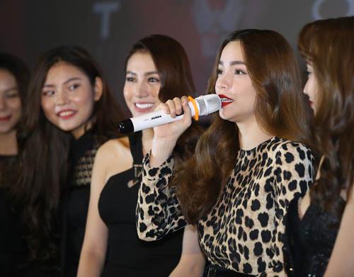 600 fan xếp hàng xem Hà Hồ và những cô gái chân dài - 6