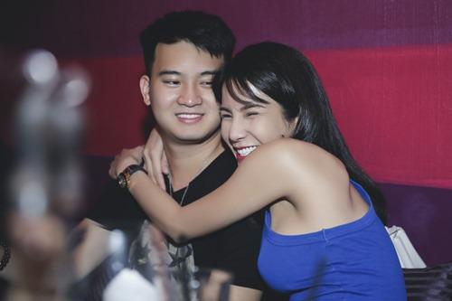Diệp Lâm Anh ôm bạn trai tình cảm trong tiệc sinh nhật - 2