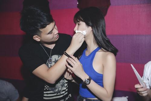 Diệp Lâm Anh ôm bạn trai tình cảm trong tiệc sinh nhật - 5