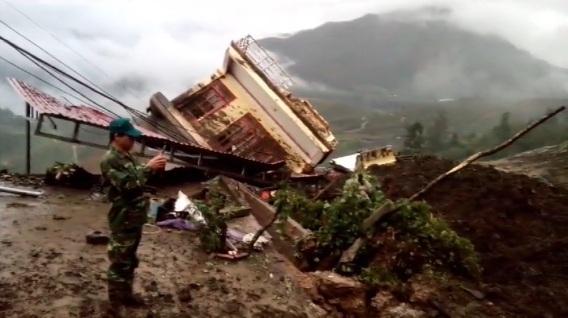 Clip: Hiện trường tảng đá đập nát 3 ngôi nhà ở Sa Pa - 1
