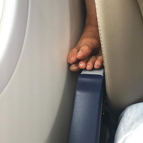 """""""Chạy mất dép"""" khi gặp những vị khách này trên máy bay - 1"""