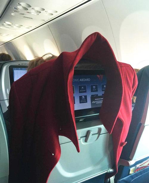 """""""Chạy mất dép"""" khi gặp những vị khách này trên máy bay - 10"""