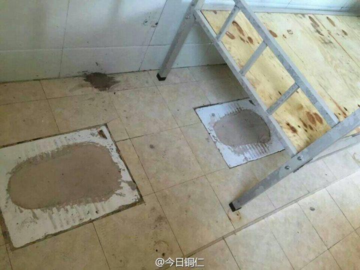 TQ: Cho học sinh vào ở trong nhà vệ sinh - 1