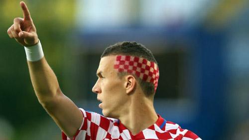 """Pogba khơi mào cuộc đua kiểu tóc """"dị"""" khắp châu Âu - 3"""