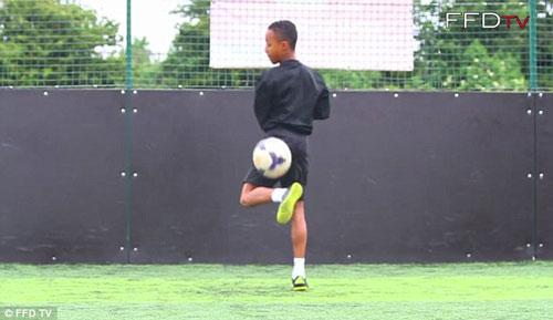 Arsenal sở hữu siêu sao youtube được khen giống Ronaldo - 2