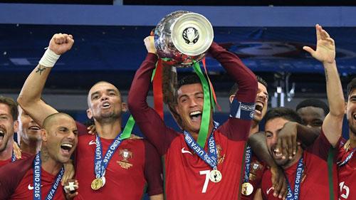 """Cầu thủ hay nhất châu Âu: """"Chọi"""" sao nổi Ronaldo - 5"""