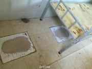 TQ: Cho học sinh vào ở trong nhà vệ sinh