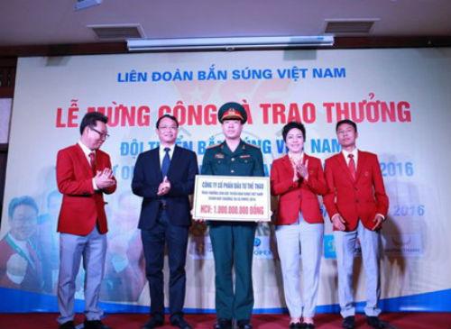 Xạ thủ Hoàng Xuân Vinh nhận thưởng gần 5 tỷ đồng - 1