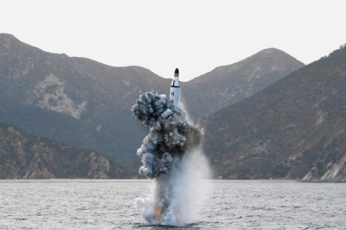 """""""Dằn mặt"""" Mỹ-Hàn, Triều Tiên phóng tên lửa từ tàu ngầm - 1"""